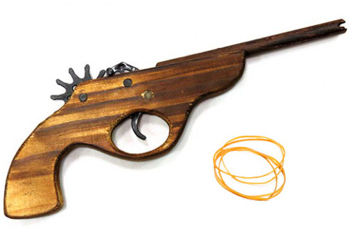 Игрушка-пистолет Кольт из дерева - резинкострел